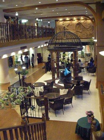 Forest of Akan Tsuruga Resort Hanayuuka: Sitting area of hotel lobby