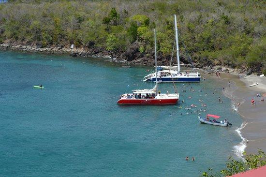 Ti Kaye Resort & Spa : tour boats in bay