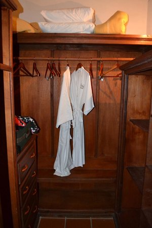 Ti Kaye Resort & Spa: closet in room