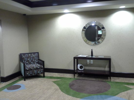 Holiday Inn Houston - Webster: foyer at elevator