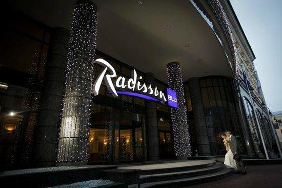 Radisson Blu Hotel, Kyiv: HOTEL ENTRANCE