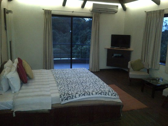 Misty Meadows Villa: best bedroom with jacuzzi