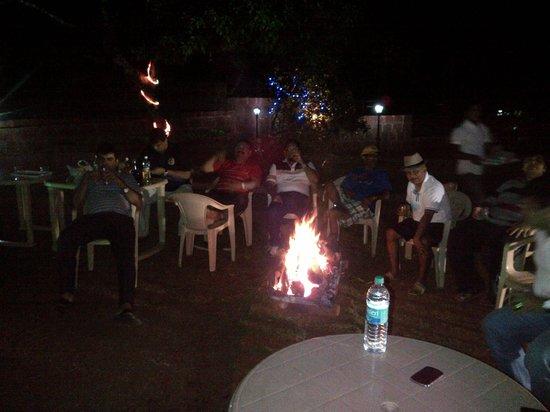 Misty Meadows Villa: bonfire @ lawn
