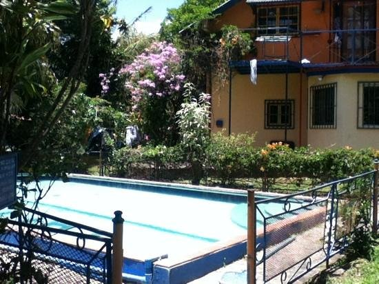Pension Topas: pool and main house