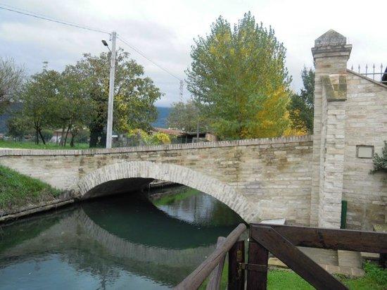 Country House Casco Dell'acqua: Ponte d'ingresso