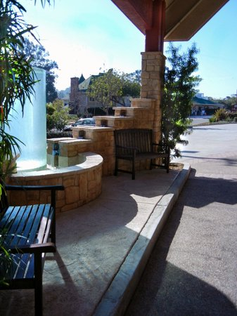 La Cuesta Inn: A Brisk morning at the Water Feature