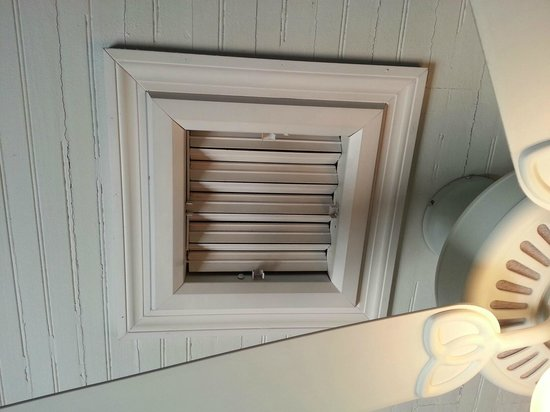 Inn at Tilton Place: This vent whether open or closed blows like a jet engine all night long