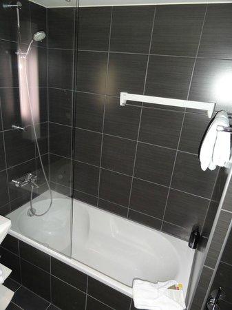 Adagio Berlin Kurfurstendamm: Bathroom