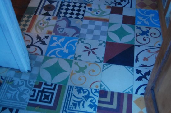 Abracadabra: Tiled floor of lobby