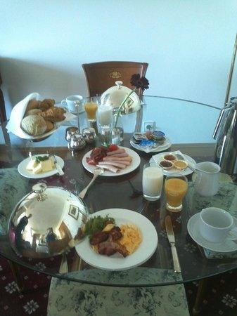 Dormero Hotel Rotes Ross: nach unseren Wünschen zusammen gestelltes Frühstück aufs Zimmer