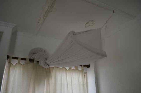 Watano Beach Houses: leakage marks on the ceilings