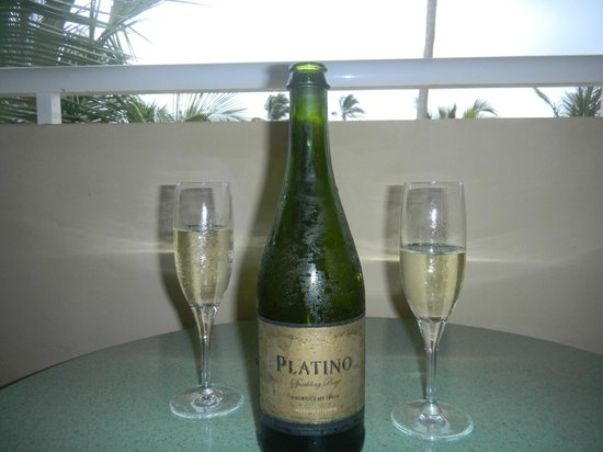 Luxury Bahia Principe Ambar Blue Don Pablo Collection : Sparkling wine on our balcony compliments of the wonderful Emmanuel!