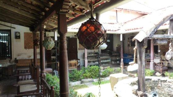 Historical Mansion Museum: Belle cour intérieure