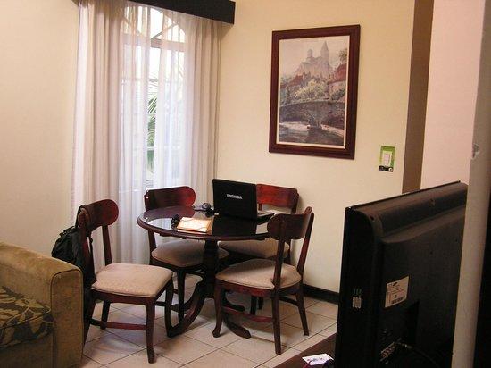 Casa Conde Hotel & Suites: Dining area