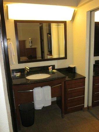 Hyatt Place El Paso Airport: Bathroom