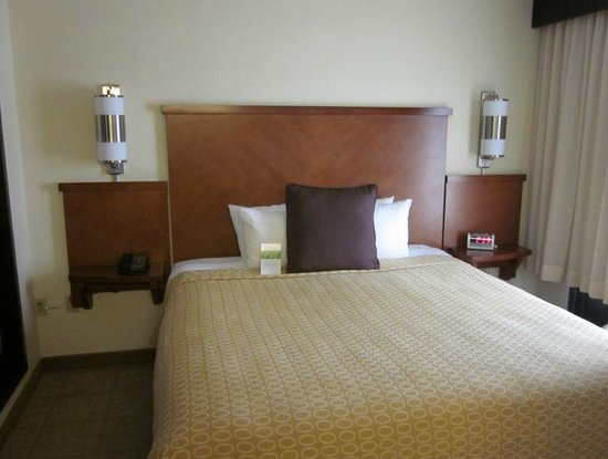 Hyatt Place El Paso Airport: Bed