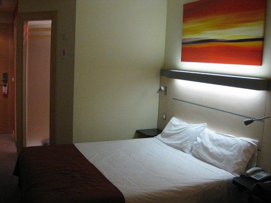 Holiday Inn Express Pamplona : Habitación doble con sofá cama