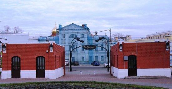 Hermitage Garden: Главный вход