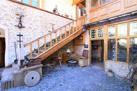 Fronius Residence: courtyard
