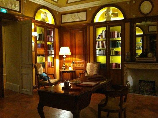 Chateau de Roussan: Bibliothèque