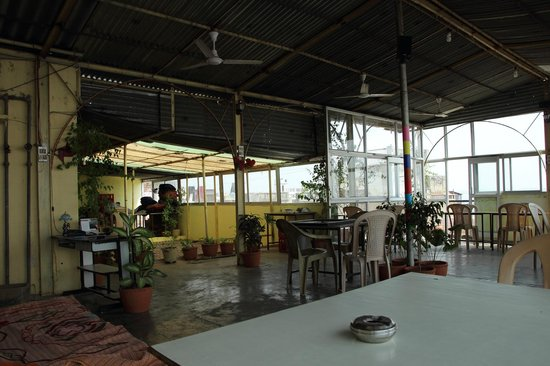 Mishra Guest House: Rooftop restaurant