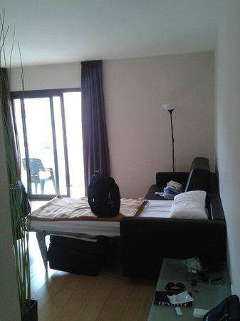 Apartamentos Sata Olimpic Village : comfy double coach