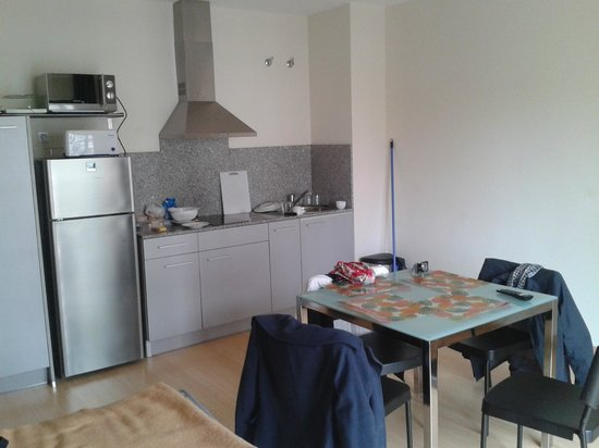 Apartamentos Sata Olimpic Village: Kitchenette and dinning: ~ everything you need