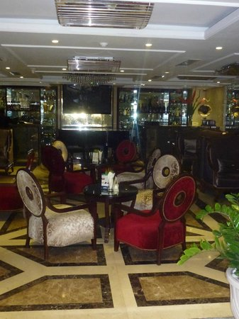 Golden Silk Boutique Hotel: Bar