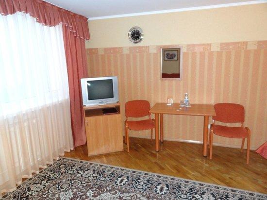 Hotel Ukraina : Dated room