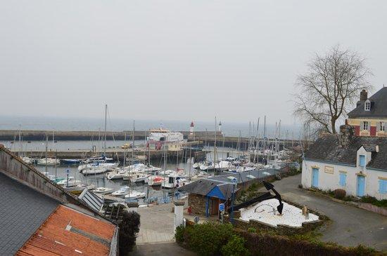 Ty-Mad : vue sur mer - port