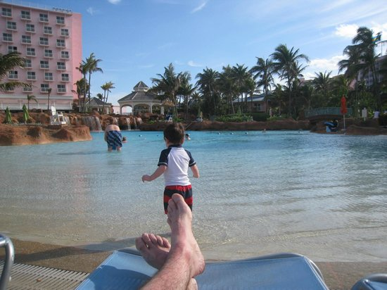 Atlantis, Beach Tower, Autograph Collection: The Beach Tower pool and our toddler playing happily.  Note the zero-entry depth...