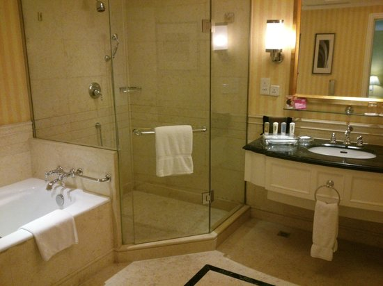 Crowne Plaza Century Park Shanghai: Badezimmer