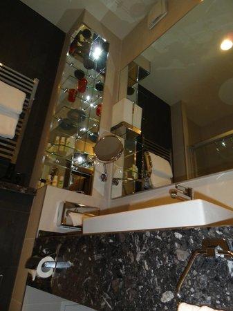 Cosmopolite Hotel: Bathroom