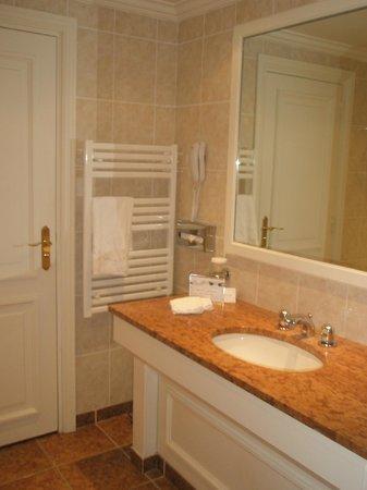 Hotel Barriere Le Majestic Cannes: Salle de bains