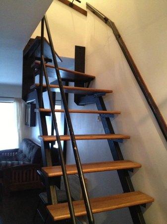 Bed & Breakfast du Village - BBV: Loft staircase