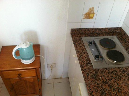 Vista Mar Apartments: Kitchen facilities