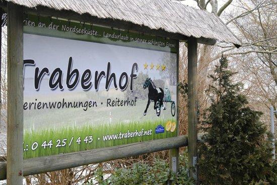 Traberhof : Hinweisschild