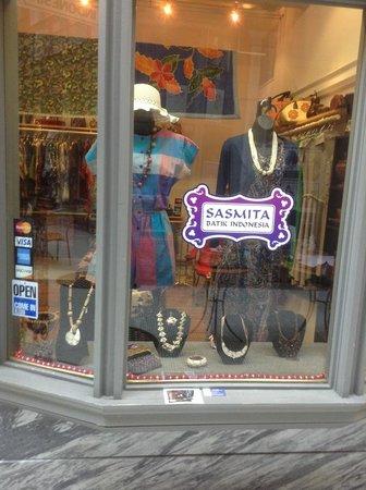 Sasmita Batik Indonesia: Storefront