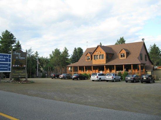 Auberge du Trappeur: veduta esterna hotel...