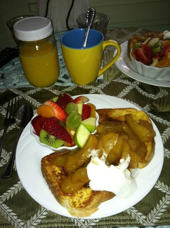 A White Jasmine Inn: Breakfast is delicious!  We always look forward to it