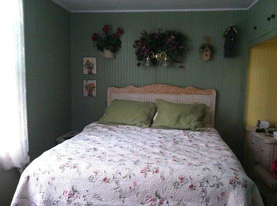 A White Jasmine Inn: The Garden Room