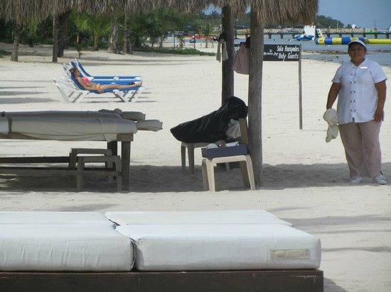 Secrets Aura Cozumel: Massage on the beach, anyone?