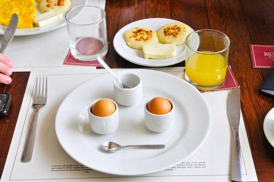 Bioma Boutique Hotel Mompox: delicious arepas, breakfast.