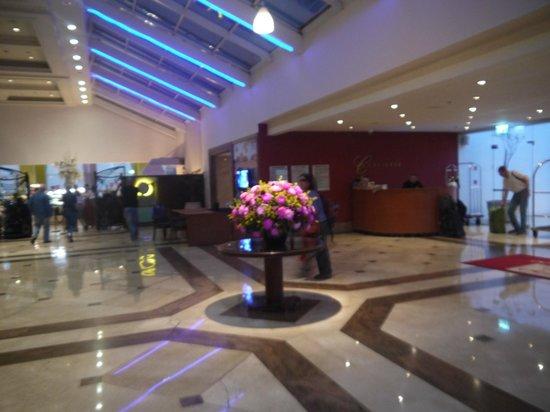 Leonardo Plaza Hotel Eilat: Цветы очень красивые на входе.