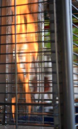 Cafe Con Libros: Heating outside