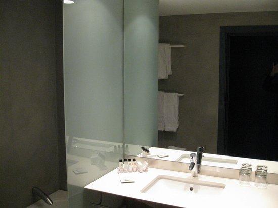 Alexandra Barcelona Hotel, Curio Collection by Hilton: bath