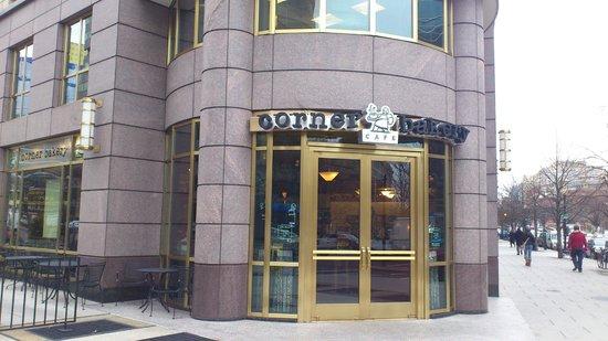 Corner Bakery Cafe: Entrance
