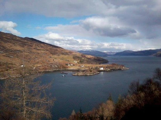 Stationmaster's Lodge: View of Loch Carron from Woodland walk just behind Stationmaster's hostel