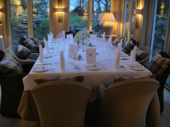 Gilpin Hotel & Lake House: Our table set for dinner for twelve!