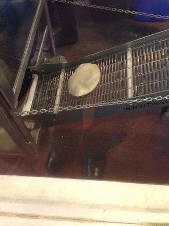 Anchos Southwest Grill & Bar: tortilla maker